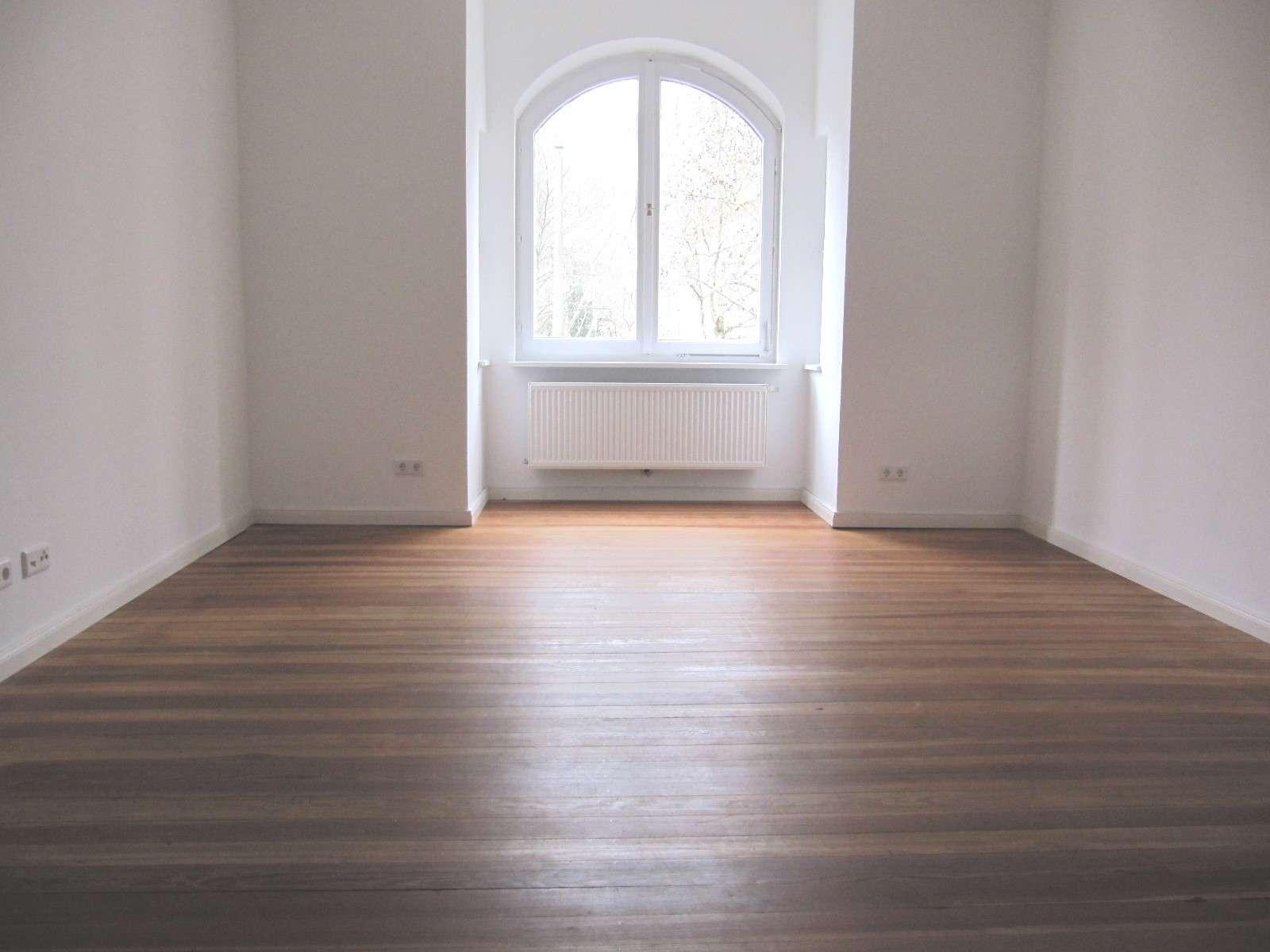 Kopernikusplatz ! Für 3-er WG geeignet. Helle 4-ZW ca. 119 m², Holzdielen, Balkon , im 1.OG in
