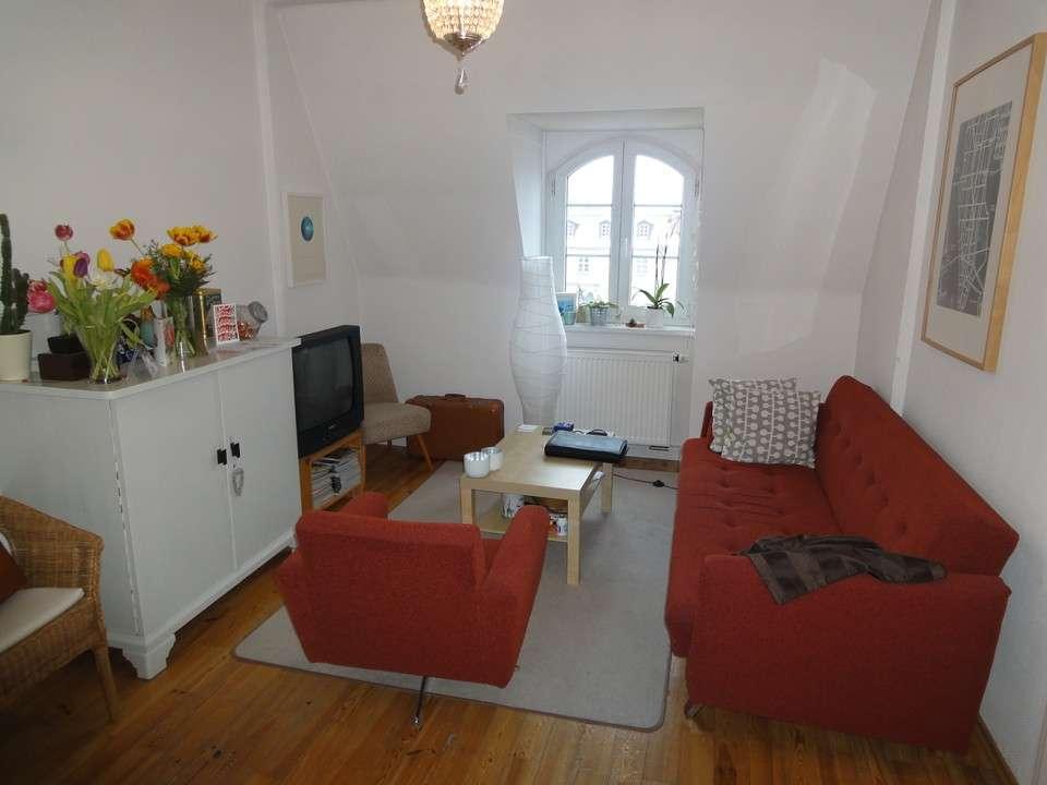 Tolle charmante 2 Zimmer Dachgeschoss Wohnung im Zentrum! Historische Umgebung! in