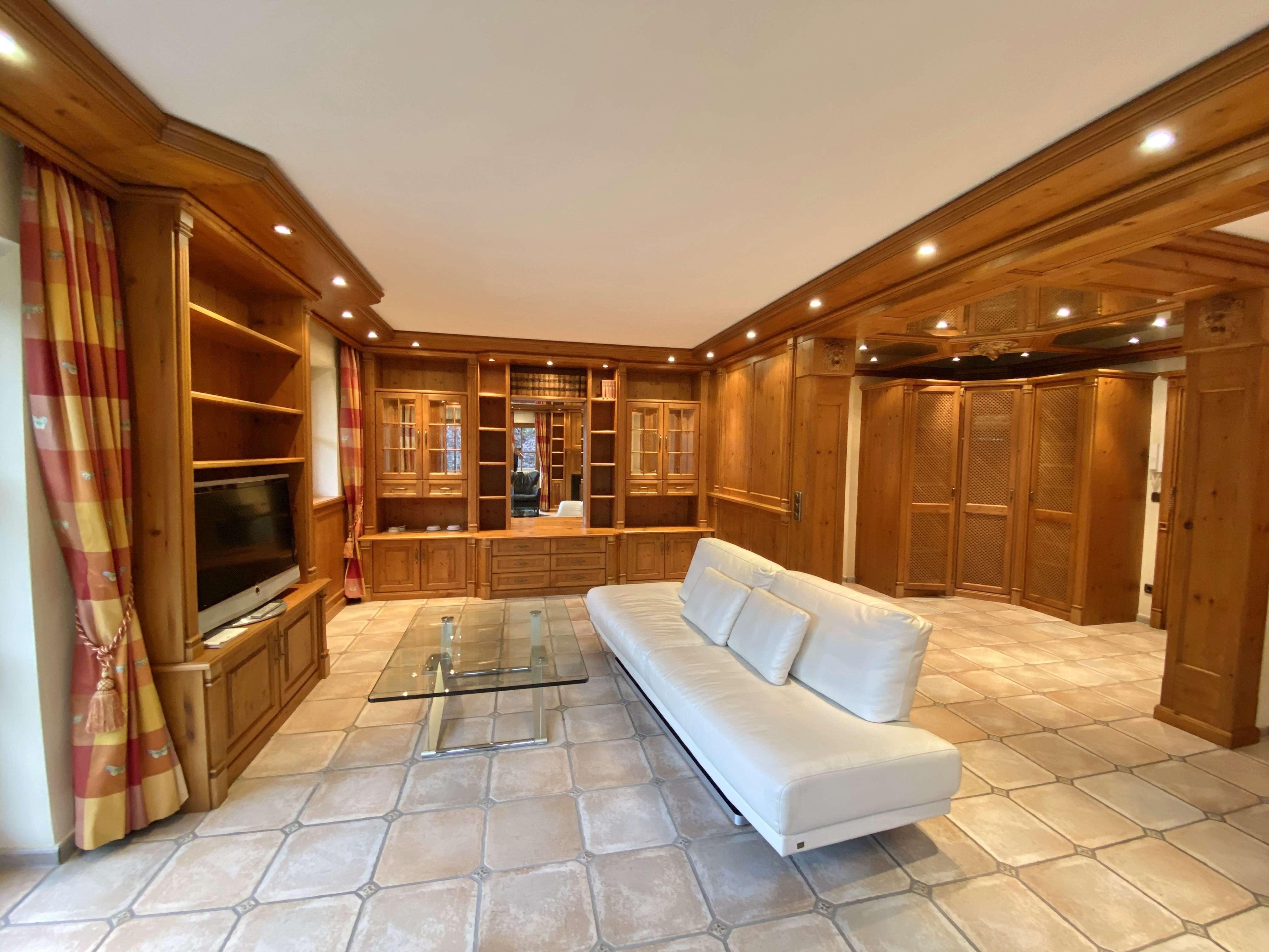 Stilvoll und repräsentativ Wohnen - 5 Sterne Luxus - Wohnung in beschaulicher Ortsrandlage in