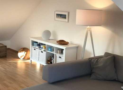 Dachgeschoßwohnung mit Einbauküche und Stellplatz. Von PRIVAT