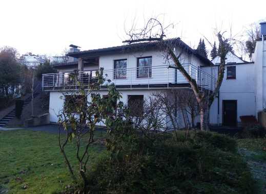 Schönes EFH in grüner Stadtrandlage mit acht Zimmern in Ennepe-Ruhr-Kreis, Hattingen