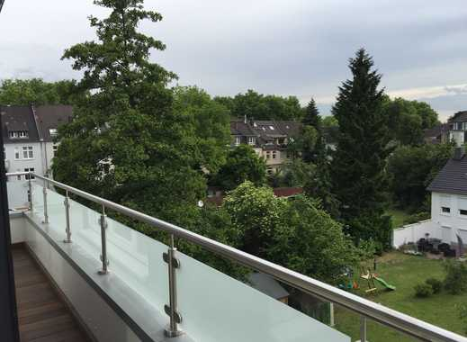 Lichtdurchflutete, hochwertig sanierte Wohnung mit Balkon