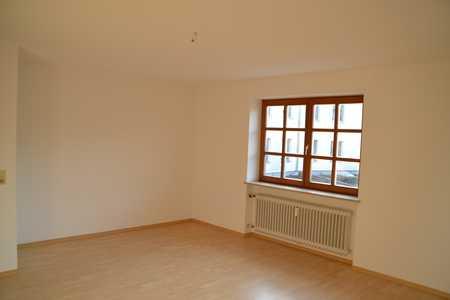 Ruhige, attraktive 1,5 Zimmer-Whg - 1 Minute vom Stadtplatz in Neuötting