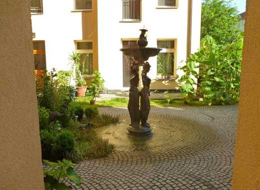 Liebevoll sanierte Wohnung im ruhigen Seitenflügel mit Einbauküche und Westbalkon!