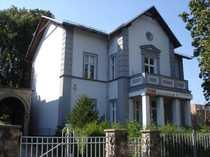 Villa und Nebengebäude mit Bebauungsreserve