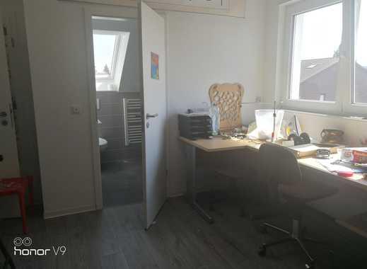 Großes helles ruhiges komplett möbliertes Zimmer mit eigenem Bad und guter ÖPNV in Darmstadt