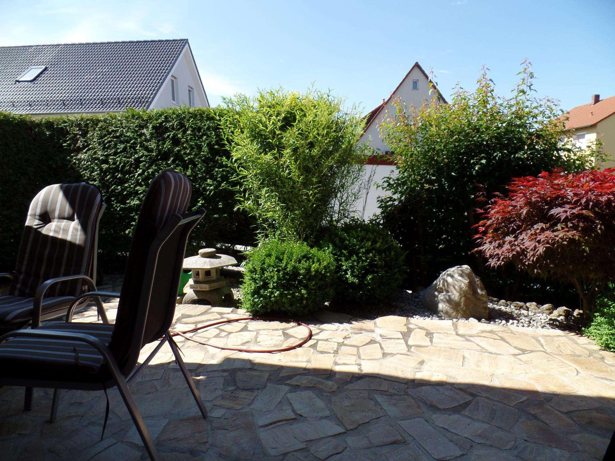 Repräsentativ mit Terrasse und Japanischem Garten in Herzogenaurach