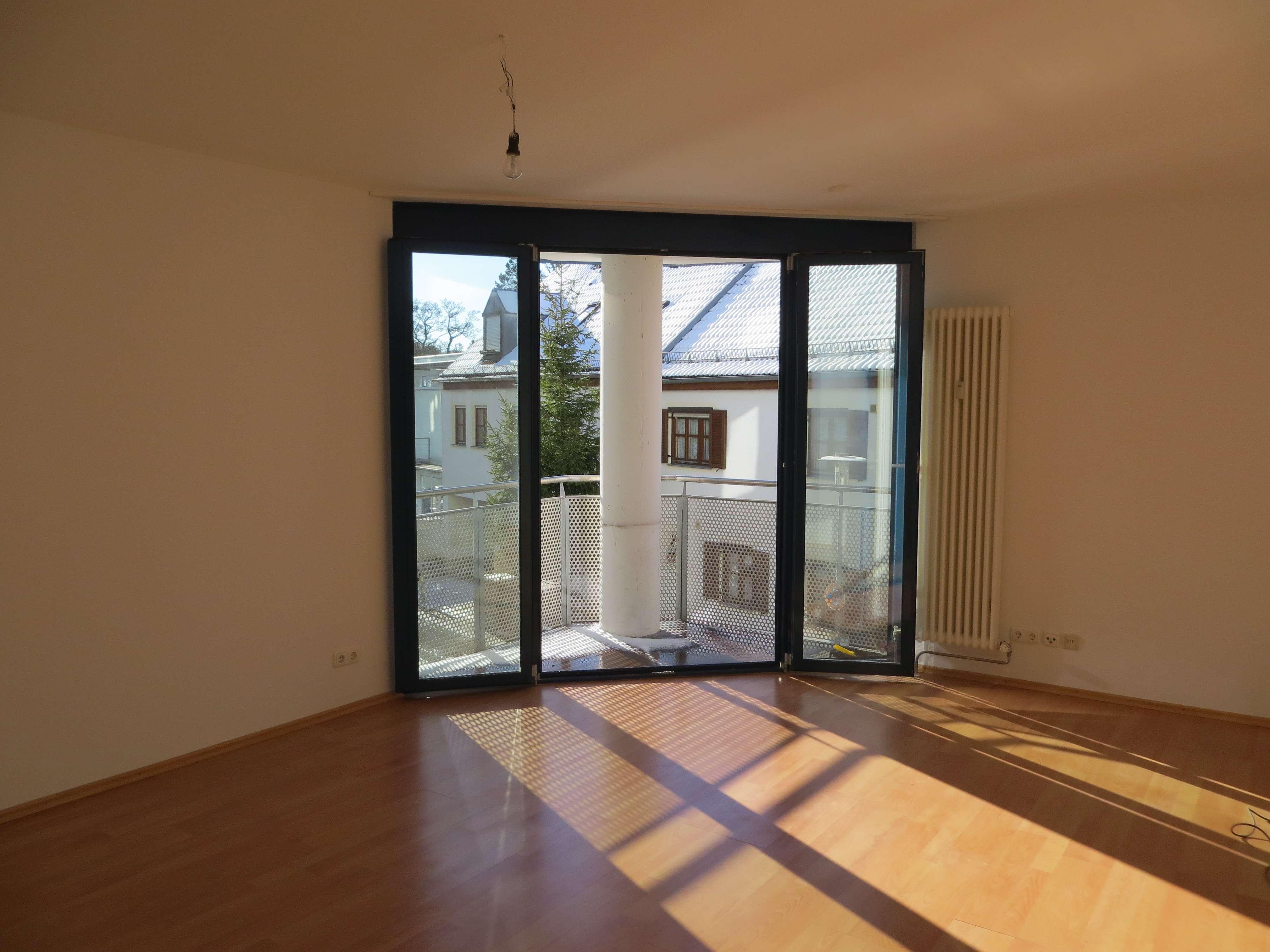 Stilvolle, geräumige und gepflegte 2-Zimmer-Wohnung mit Balkon und EBK in Fürstenfeldbruck
