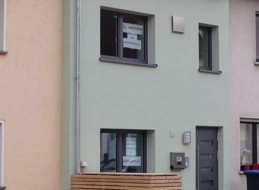 Top renoviertes Reihenmittelhaus (KfW 70 Standard) mit Garten