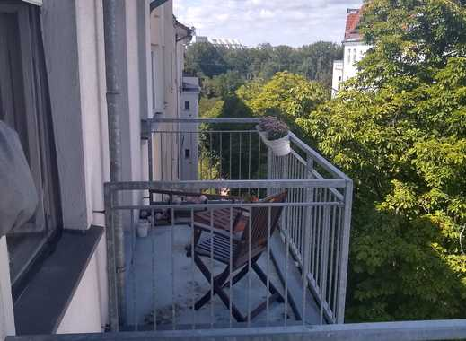 2 spacious rooms available for long term in shared WG right off Kurfürstendamm (Anmeldung available)