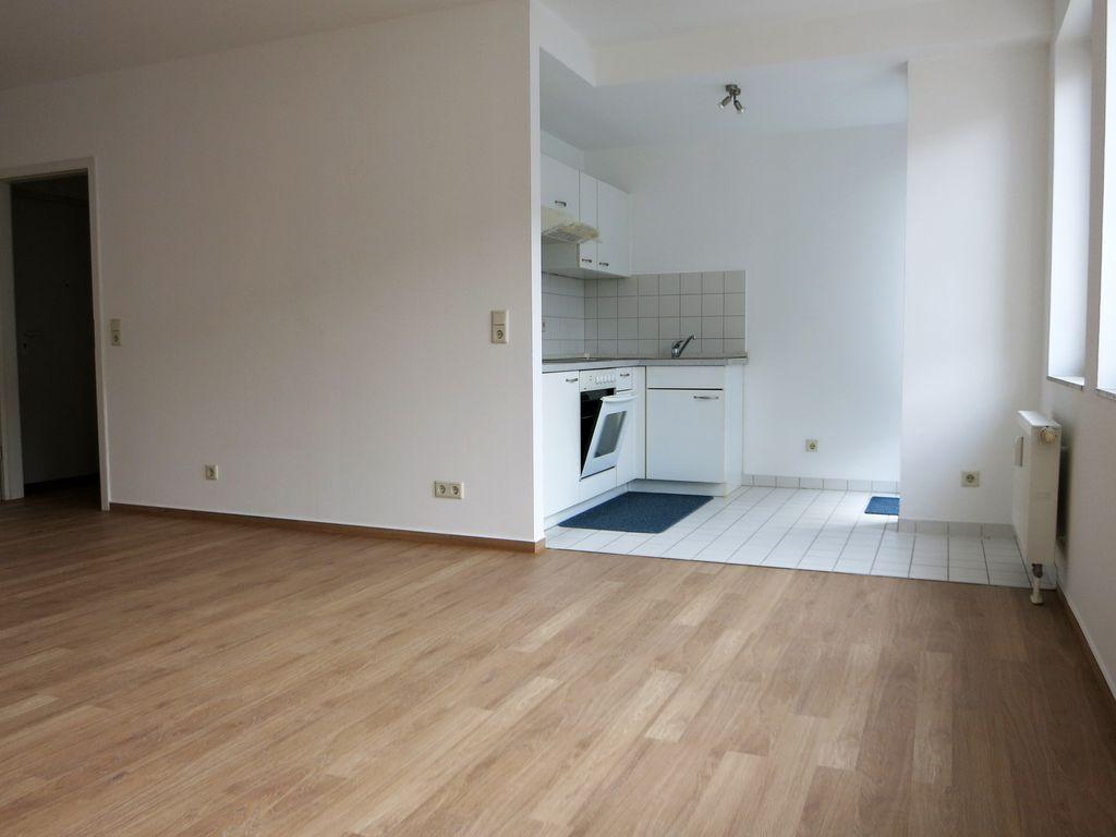 Küchenbereich mit Balkon