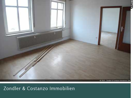 S-WANGEN: Tolle, gemütliche 3-Zi.-Wohnung in guter Umgebung + Balkon + TG-Stpl. + 2 Kellerräume *