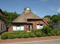 Reetdachhaus in der Dorfmitte