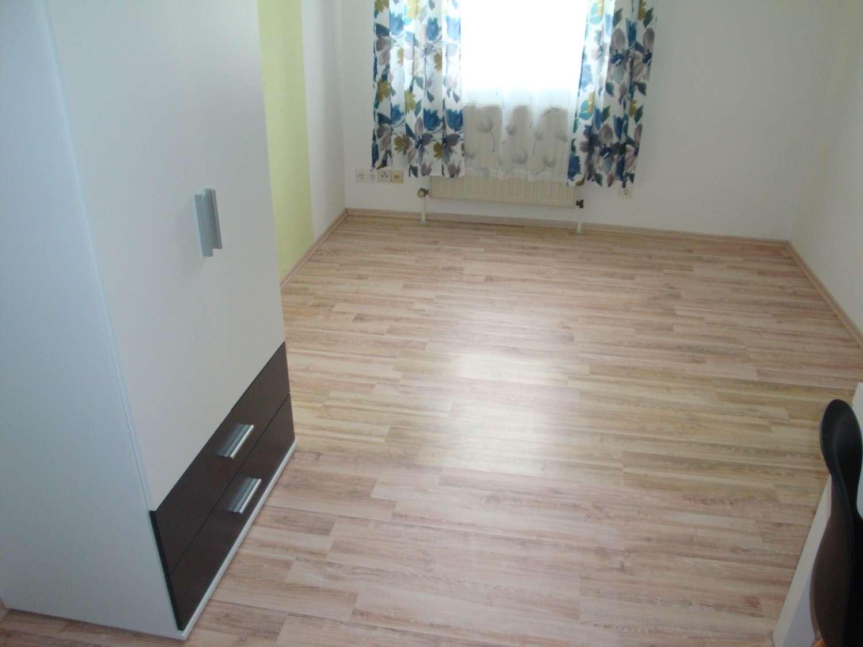 Teilmöblierte 1-Zi.-Wohnung mit Laminatboden, Einbauküche, Wfl. ca. 19 m² in