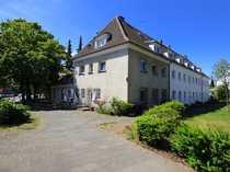 Großes Einfamilienhaus mit angrenzender Gewerbeeinheit