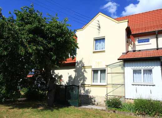 Einfamilienhaus (DHH) mit Garten und 2 Garagen