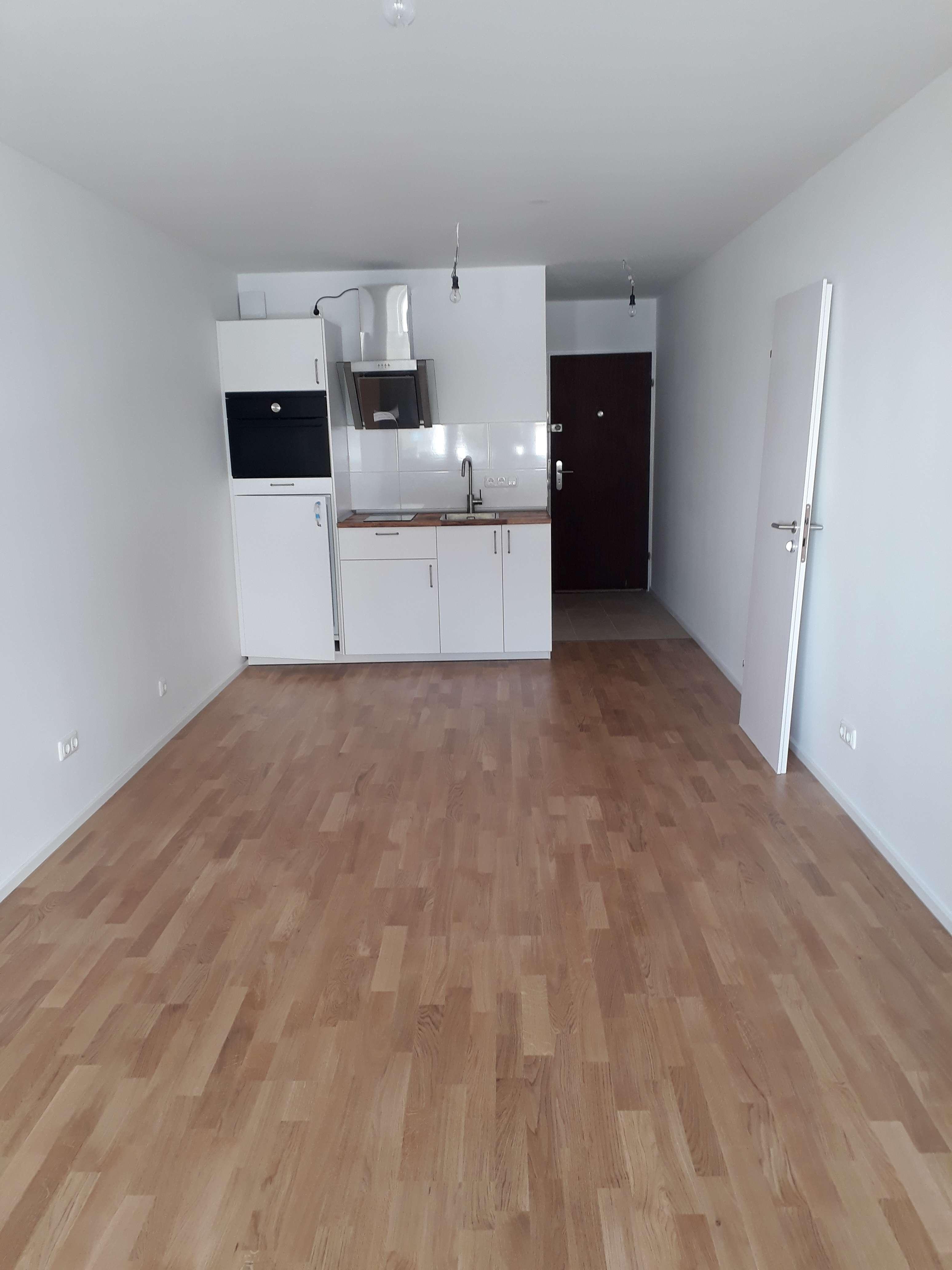 Vollständig renovierte 1-Zimmer-Hochparterre-Wohnung mit EBK in Moosach, München in Moosach