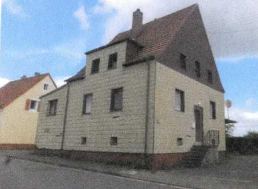 ZWANGSVERSTEIGERUNG: Einfamilienhaus und Wohnhaus mit Werkstatt
