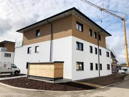 Neubau: hochwertige, schöne 2-Zimmer Wohnung bei Memmingen mit Balkon, Einbauküche und Fahrstuhl in Heimertingen