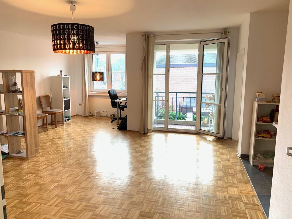 Lichtdurchflutete Wohnung Mit Einbaukuche Und Balkon In Lovenich