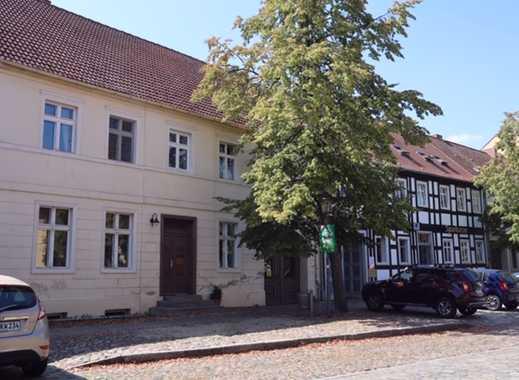 schönes Wohnhaus sowie 2 Nebengebäuden und schönem Gartengrundstück am Markt