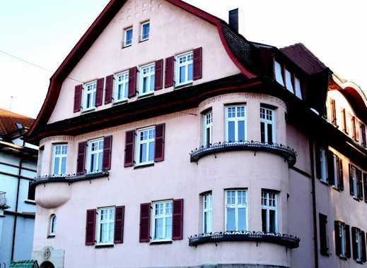 Denkmalgeschützte Villa: Exklusive 4-Zimmer-Wohnung mit Einbauküche, Garten und Balkon in Stuttgart