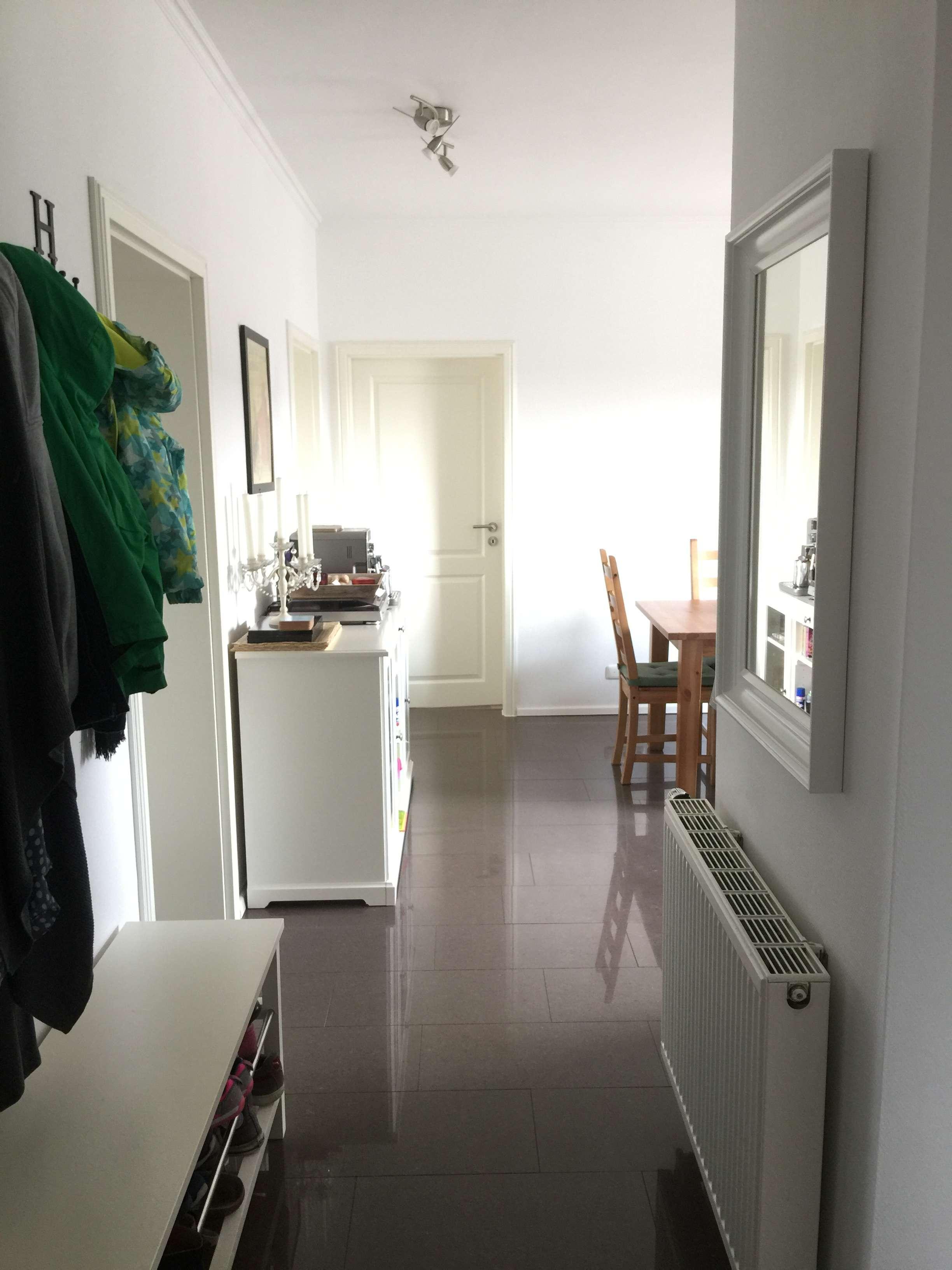Stilvolle, neuwertige 4-Zimmer-Wohnung mit Einbauküche in Augsburg