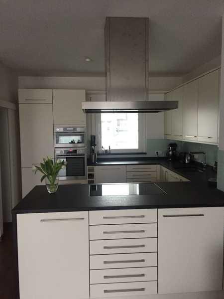 Stilvolle, geräumige und gepflegte 3-Zimmer-Penthouse-Wohnung mit Dachterrasse und EBK in Erlangens in Erlangen - Zentrum (Erlangen)