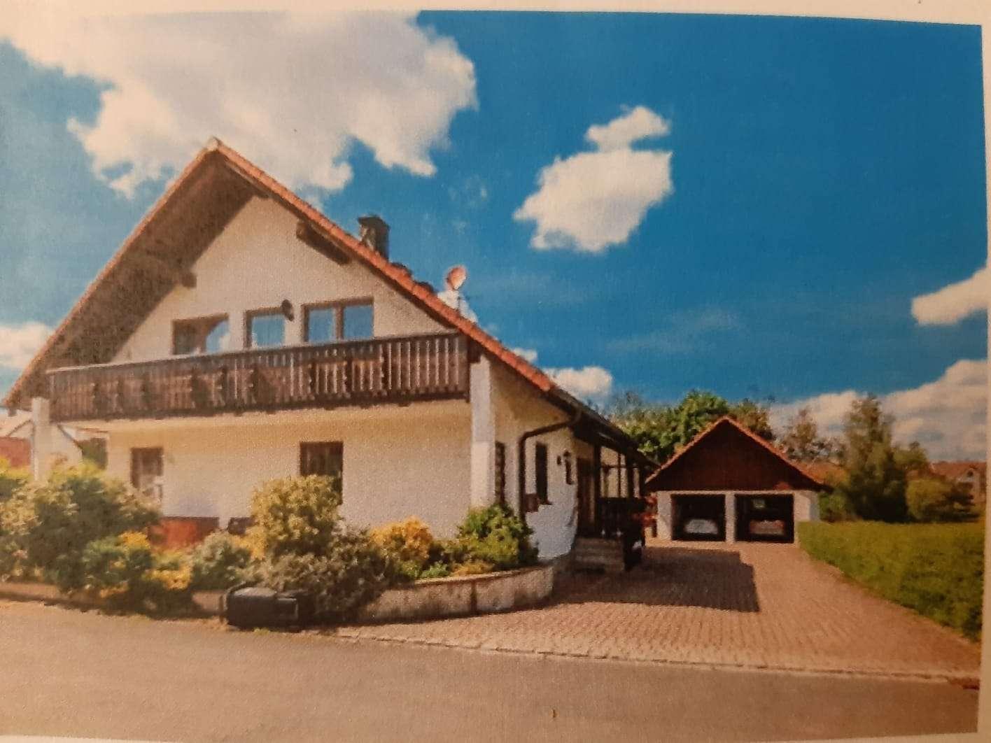 Gepflegte DG-Wohnung mit drei Zimmern sowie Balkon und EBK in Pottenstein/Kirchenbirkig in
