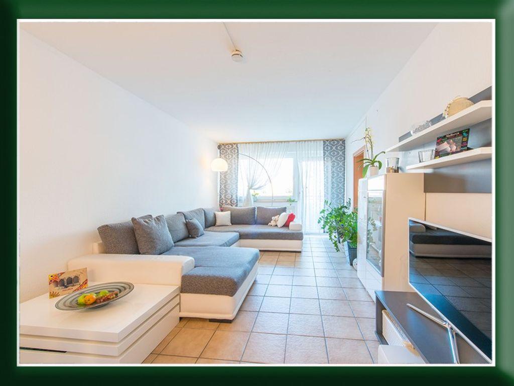 Großartig Küche Und Esszimmer Durch Das Fenster Passieren Fotos ...