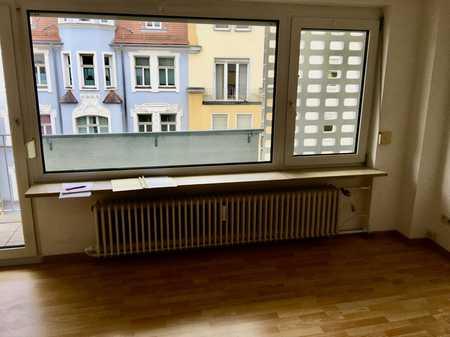 Modernisierte Wohnung mit zwei Zimmern sowie Balkon und EBK in Nürnberg in Maxfeld (Nürnberg)