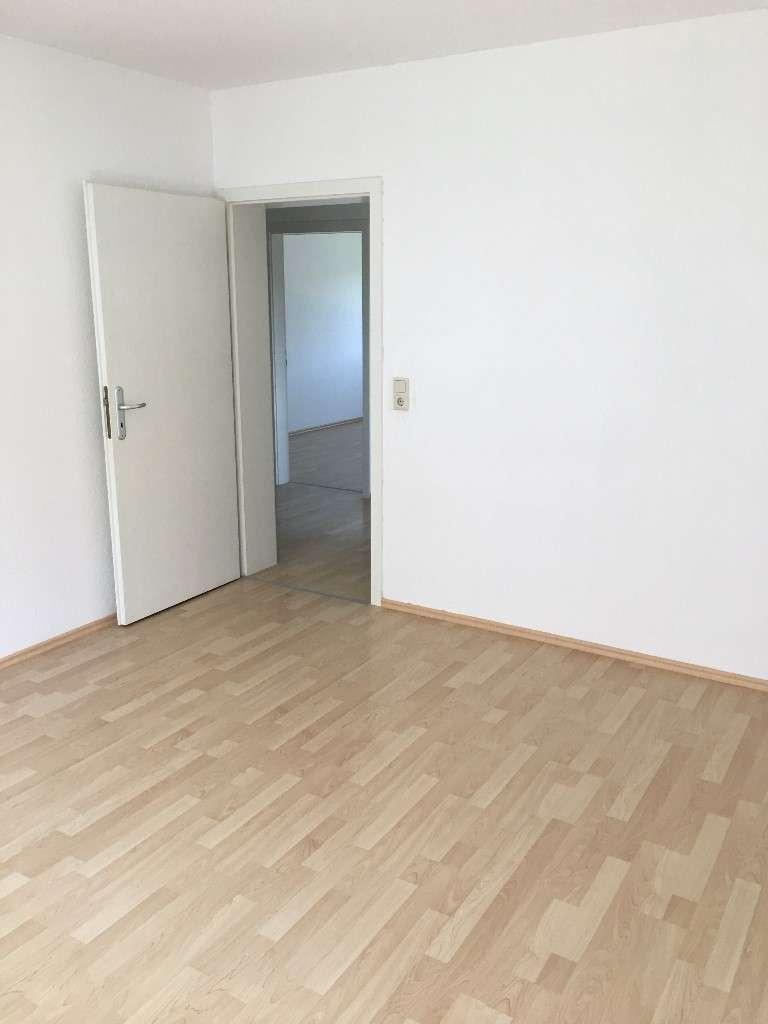 Sonnige 3-Zimmer-Wohnung mit Balkon/Einbauküche/Keller/Stellplatz in