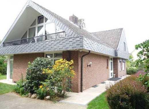 Gepflegte 2-Zimmer-Dachgeschosswohnung mit Balkon und Einbauküche in Hamburg - Hummelsbüttel