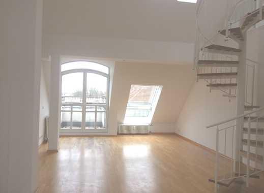 Luxuriöse Dachgeschoss-Maisonettewohnung - 3 Zimmer - Laminat - EBK - WG - ca. 88 m² - 1.349 € warm