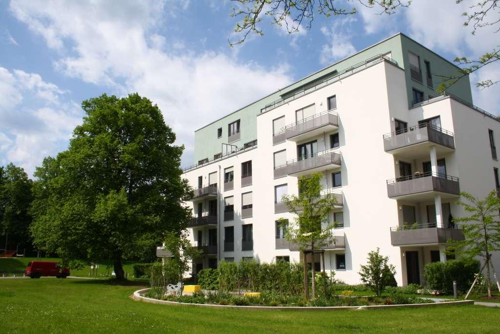 Neuwertig! 4,5-Zimmer-Wohnung mit Terrasse u. EBK in wunderschöner Parkanlage