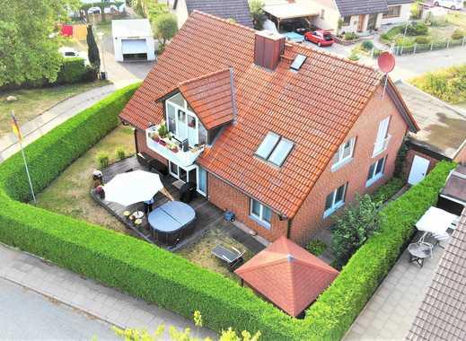 Zweifamilienhaus mit Super-Ausstattung, über 200 m² Wohnfl., Doppelgarage, Vollkeller, Garten