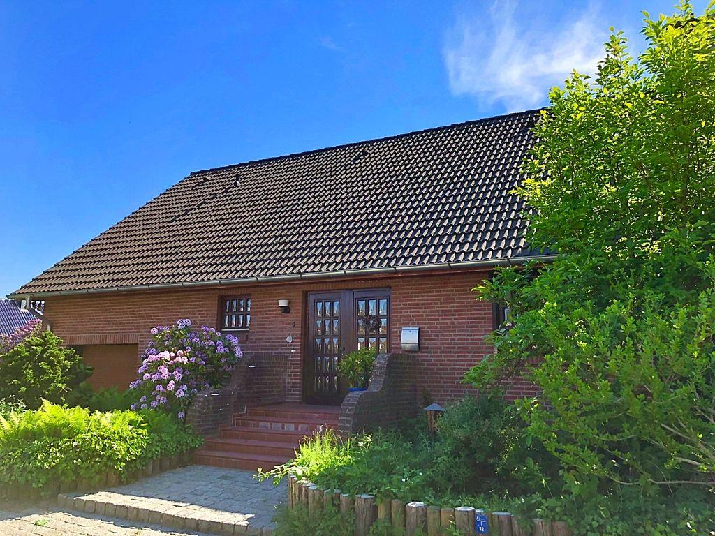 Schönes Einfamilienhaus in ruhiger, zentraler Lage mit Vollkeller ...