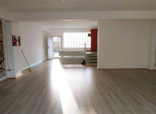 Neu renovierte Loft-Wohnung oder Gewerbeanmietung mit großer Dachterasse zentral gelegen