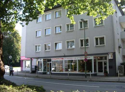 Gepflegte 2-Zimmer-Dachgeschosswohnung mit Balkon und EBK in Essen