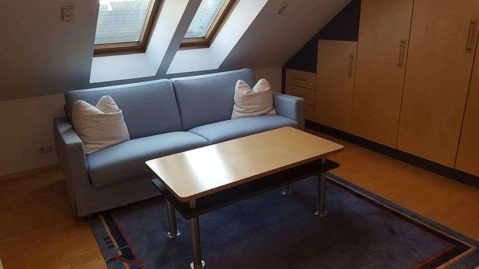 gepflegte möblierte 1-Zimmer-DG-Wohnung mit EBK in Alling in