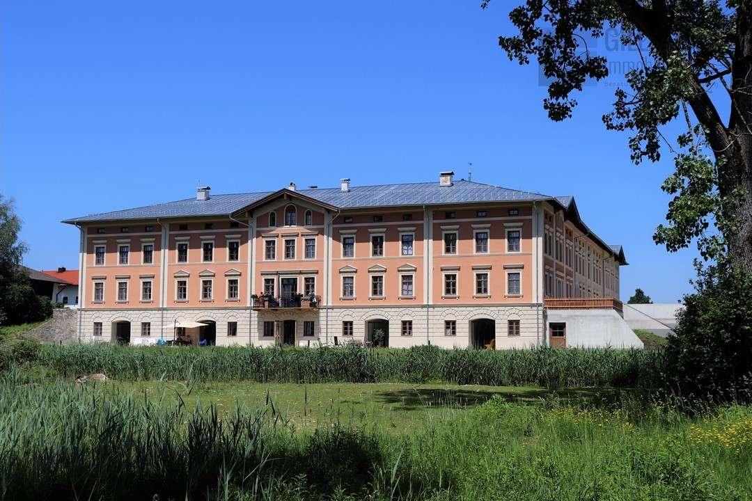 *** Erstbezug - 4-Zimmer-Wohnung mit Wintergarten und Loggia, hochwertig und exklusiv *** in Obing