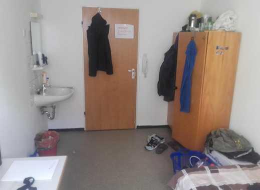 ein Zimmer im Internat für Schüler/in, mit Essen und wird einmal in der Woche geputzt.