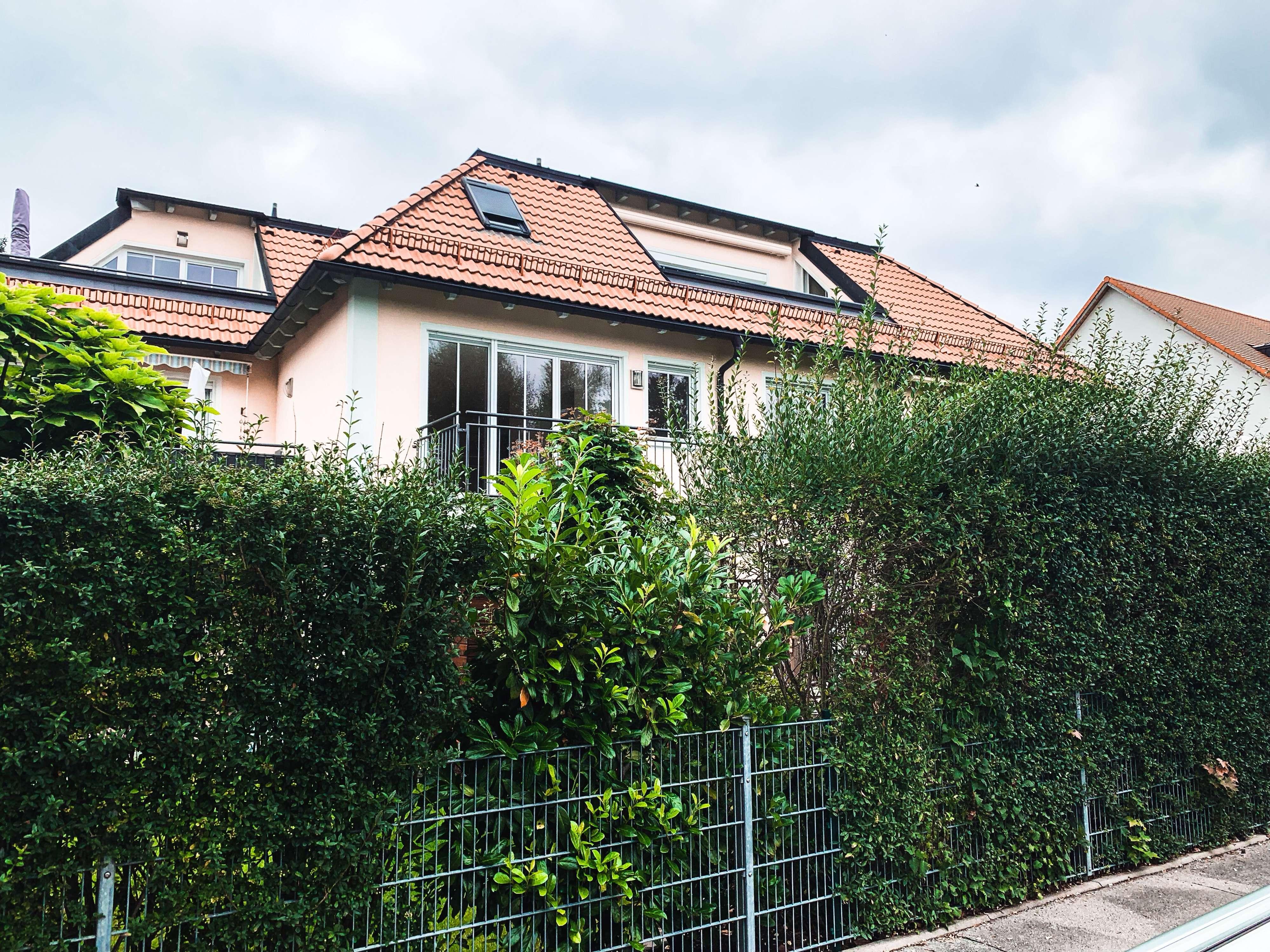 Moderne Zweizimmerwohnung mit großem Balkon und Blick ins Grüne in Trudering (München)