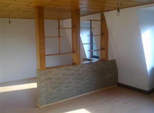 Preiswerte sanierte 35 zimmer dachgeschosswohnung mit dachterrasse und einbauküche in bernburg