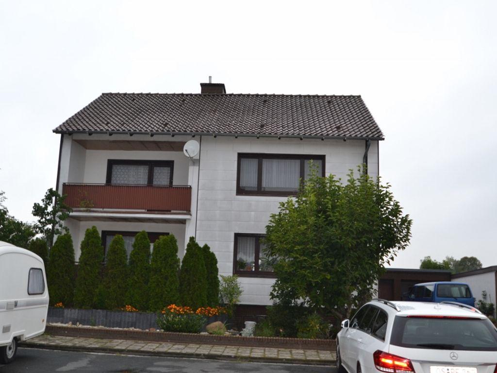zweifamilienhaus  ortsrand mit blick  unbebaute natur