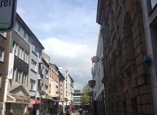 Wohn - und Geschäftshaus mit 4 Stellplätzen in der Duisburger Innenstadt