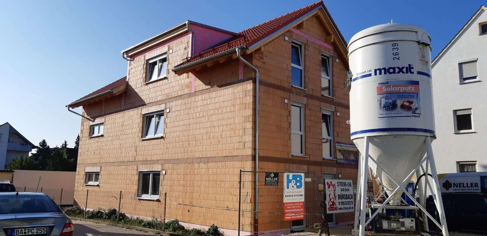 Neue und sehr schöne 4-Zimmerwohnung in Hallstadt  in Hallstadt