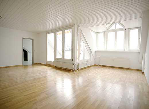 Stilvolle, gepflegte 4,5-Zimmer-Penthouse-Wohnung mit Balkon und EBK in Reutlingen