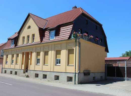Wohnhaus mit 3 Wohnungen und Wirtschaftsgebäuden, befestigte Hofstelle und ca. 92 ha landw. Fläche