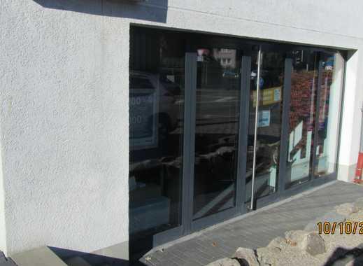 Lichtdurchflutetes Büro oder Ladenlokal mit drei Stellplätzen